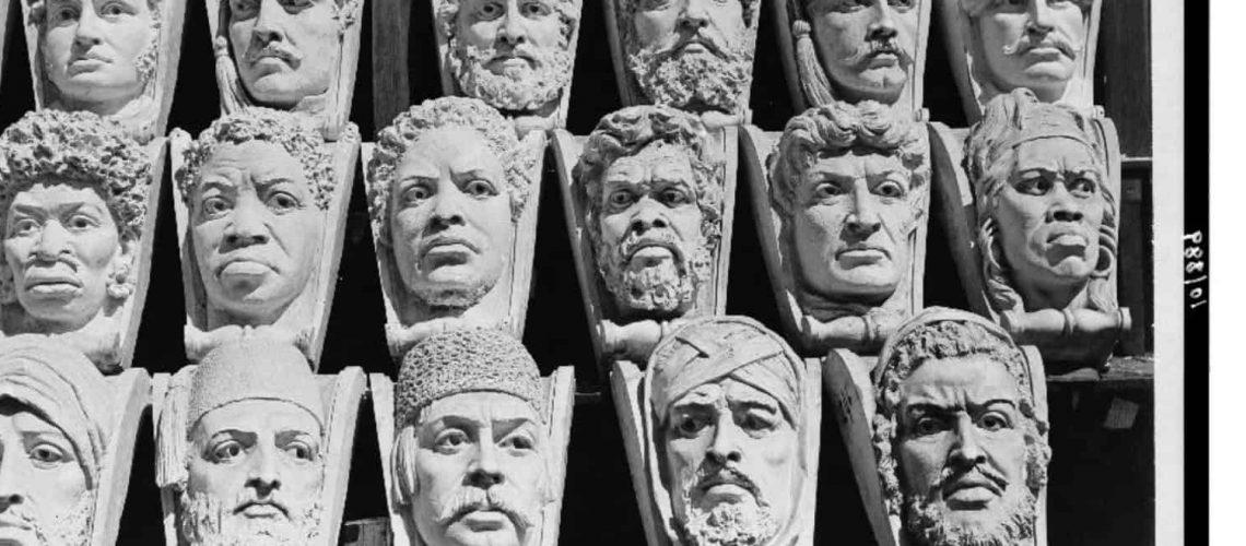 כמה מהראשים האתנולוגיים שמופיעים על חזית בניין גפרסון בספריית הקונגרס, וושינגטון, די.סי.